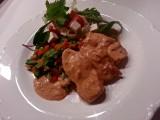 Krämig kyckling med paprika och chili.