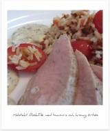 Helstekt fläskfilé med baconris och krämig örtsås.