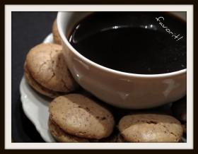 Hasselnöt och mandelmacaron med kaffekräm